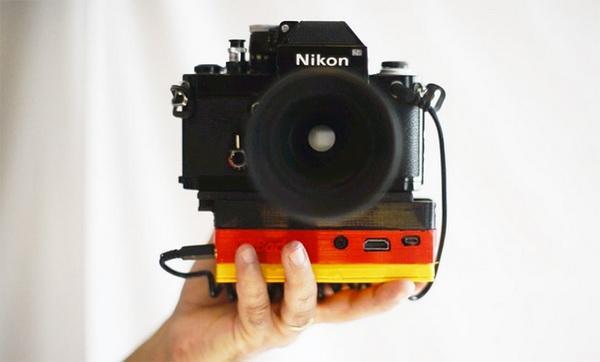 这款底座将胶片相机数码化 让老相机重焕光彩