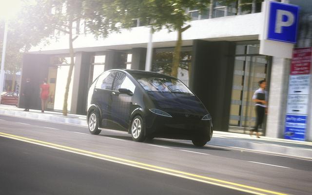 开一辆太阳能电动车周游世界要多少钱?12W!