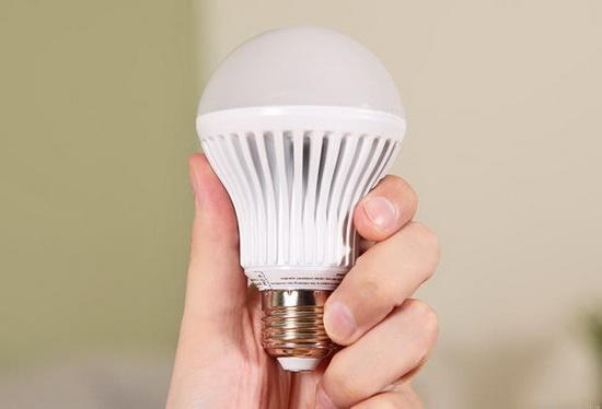 看目前市场最好的智能灯泡 单个价格均过百元