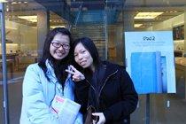 队伍中也有中国的留学生