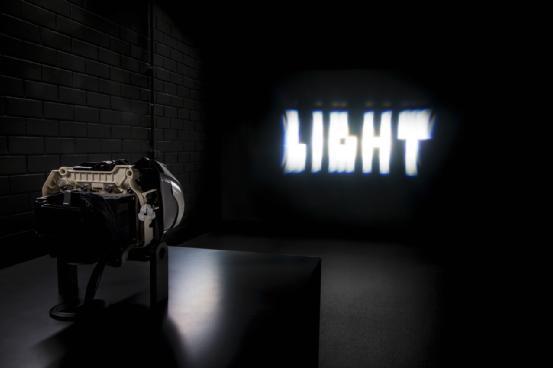 奔驰智能LED车灯:自动调节照明范围避免事故