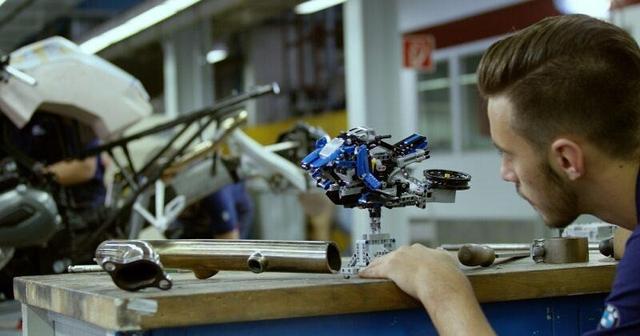 宝马天才工程师用乐高组件拼装摩托车和飞行器