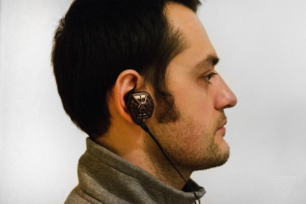 真奇葩 这款耳机设计灵感像是来自外星球