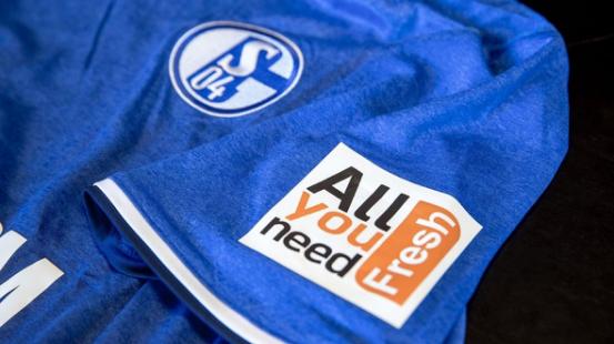 会玩!这家足球俱乐部推出能移动支付的智能T恤