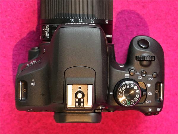 佳能800D单反相机外媒评测汇总 更适合新手入门