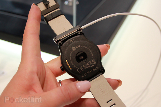 LG G Watch R上手 更接近传统手表造型10月上市