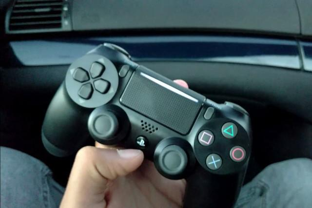 不怕坐的远 PS4 Slim手柄或支持5GHz频段连接