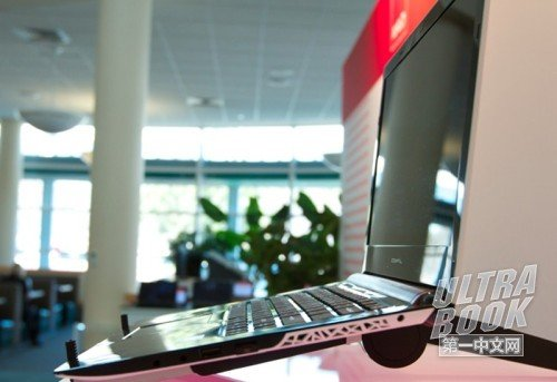 AMD首款Ultrathin真机曝光 仅厚18毫米