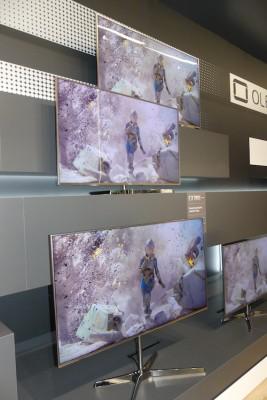 松下全新LED电视体验 可调屏幕角度支持3D功能