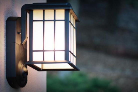 这个门灯不简单:可自动开启能当安防摄像头