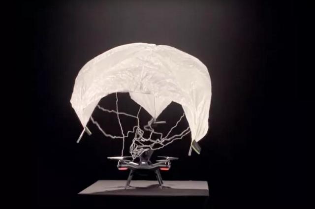 Solo无人机增全新功能:降落伞+360度摄像头
