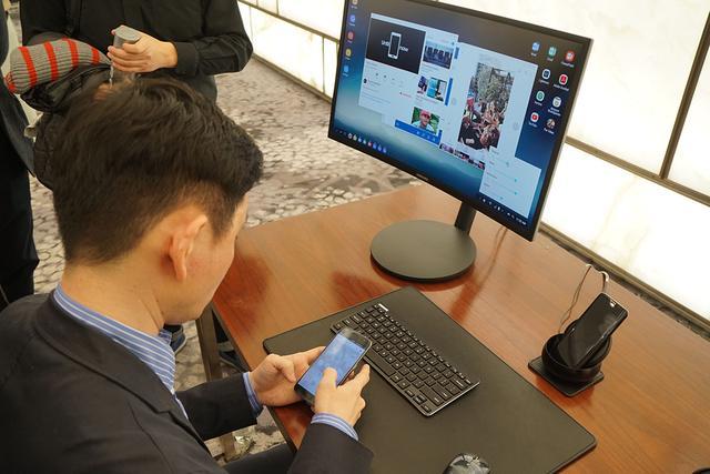 三星S8发布 除了全面屏和虹膜识别还能秒变PC
