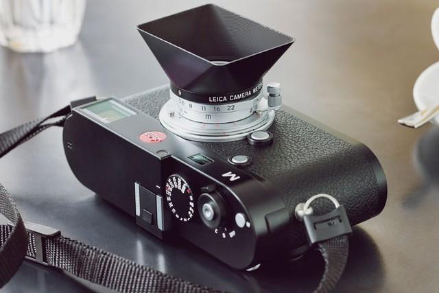 徕卡发布复刻版28mm f/5.6镜头 遮光罩被保留