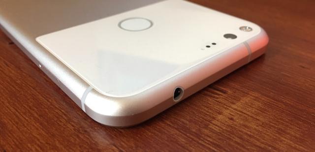 谷歌新旗舰也取消3.5mm耳机孔?但和苹果完全不同