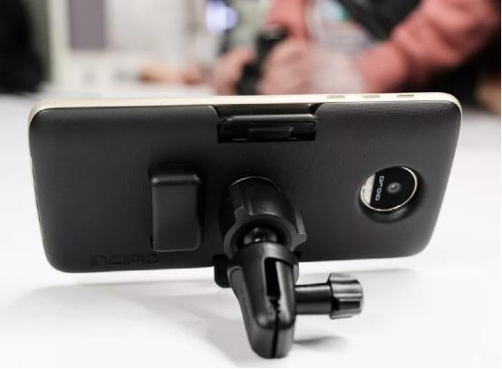 摩托再推手机模块:电池保护套+车载底座挺实用