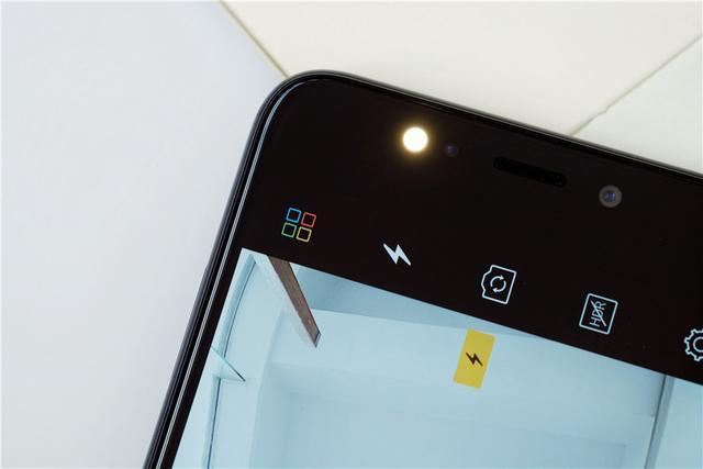 金立发布S9 主打亮黑配色+双摄+柔光自拍