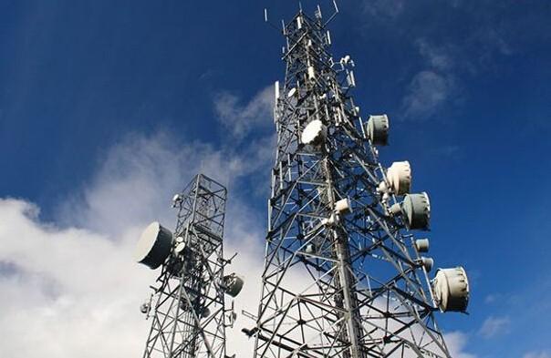 美国境内显神秘信号塔 可在手机内植入病毒