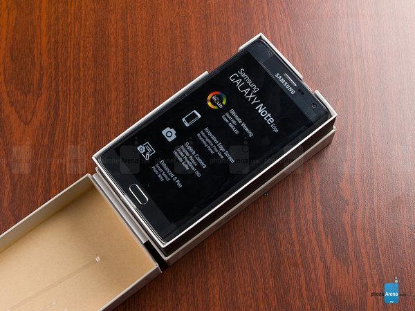 美版三星Note Edge开箱照曝光 裸机约售5785元