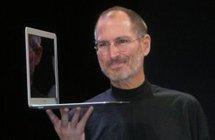 乔布斯展示MacBook Air