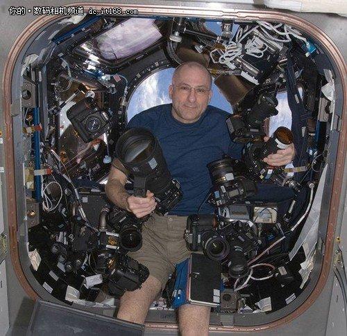 用完就扔 空间站宇航员和他们的相机们
