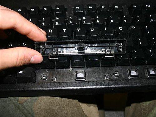 电脑在看视频时,按了一下空格键,就一直暂停播放,其他