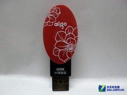 爱国者m308采用了中国花纹读卡器的设计,有牡丹图案,红色,圆形传统