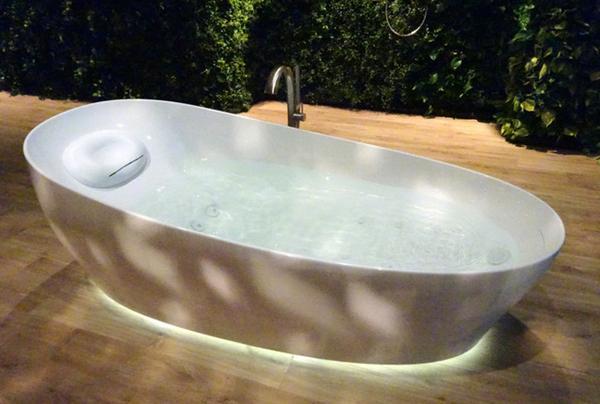 这款按摩浴缸能漂浮 唯一要担心的就是别睡着了