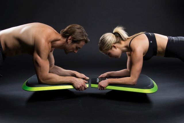 平板支撑很无聊?这款平衡板让你边玩边健身
