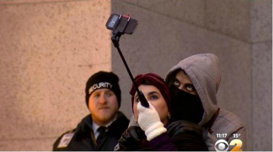 自拍狂注意了 纽约多家博物馆禁止使用自拍杆