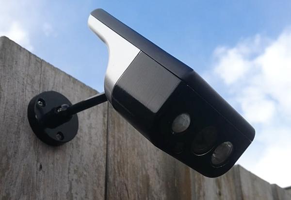 户外监控摄像头与太阳能电池合体 简直是完美的组合