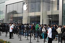 西单大悦城外排队的人群