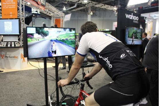 虚拟自行车游戏可联机运动 默默消耗掉卡路里