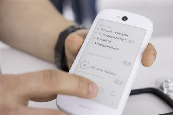 习大大双屏手机降至3988元 新增熊猫配色