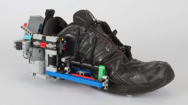 不只有720刀耐克会自己系鞋带 乐高+鞋子也可以