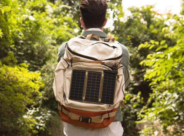 充电宝Out了! 试试世上最薄的太阳能充电板吧