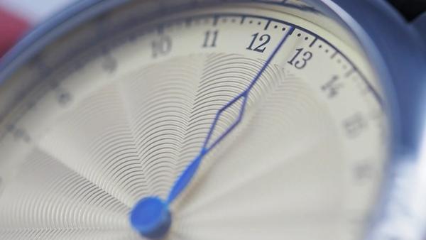 这只手表不智能 但有特殊卖点是能显示24小时时间