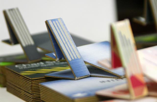 创意名片swivelCard:折叠后就变U盘_数码_腾讯网