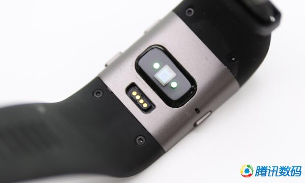 Fitbit surge智能表评测:略丑/运动功能齐全