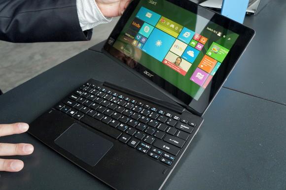 宏Switch 10平板电脑上手 键盘底座很实用