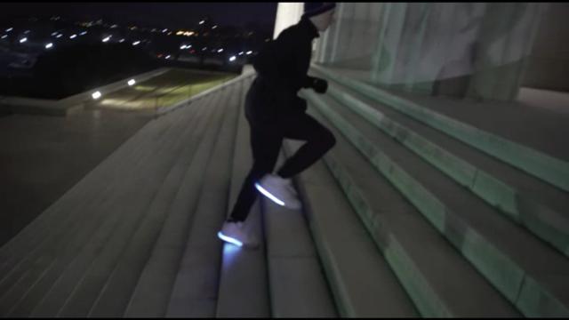 夜跑不炫酷怎么行!这双荧光鞋子让你炫起来
