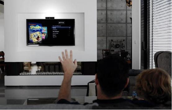 它能让你家所有家电都支持手势控制