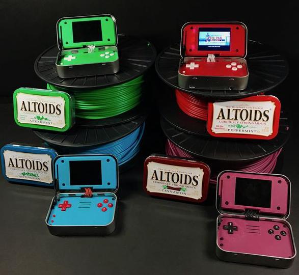 伪装成薄荷糖的复古游戏机:玩起来不输3DS