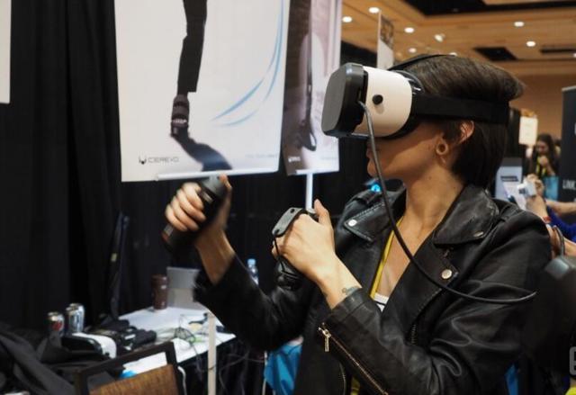 穿上这款VR鞋子 平底能走出在月球表面的感觉