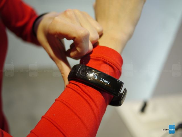LG Lifeband Touch Activity Tracker 智能腕带,原价.95