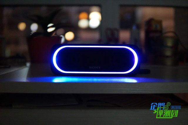 糙汉子眼中的索尼XB30无线音箱:夜色中舞动的小妖精