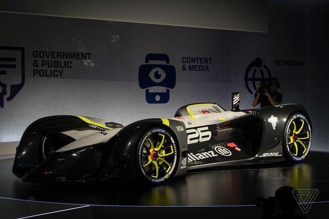机器自己比赛?无人驾驶E级方程式赛车亮相