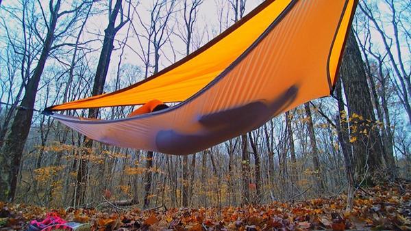 野外怎么睡得爽?你需要不惧风吹雨打的省事吊床