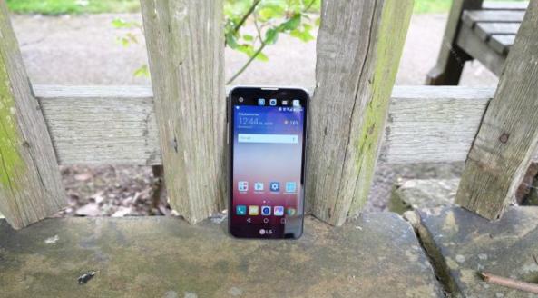 LG又出了一款双屏手机 但硬件配置是在太差