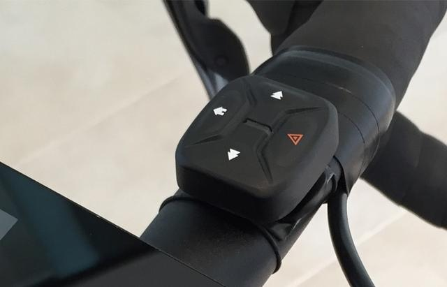 能跟着头部自动变方向的自行车照明灯 晚上骑行更安全