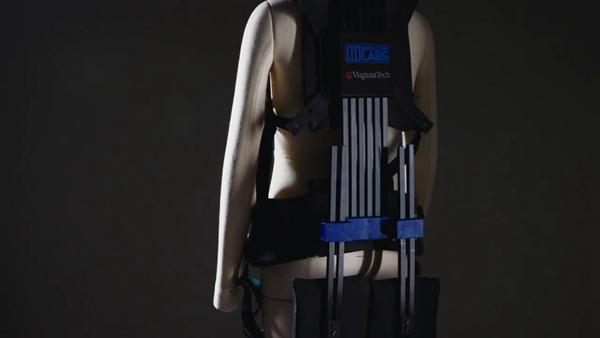 美国开发新型动力外骨骼 人人都能变成大力士